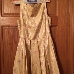Vintage style gold dress size 6 with pockets